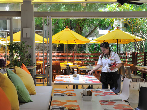 インターナショナル料理が楽しめるレストラン「ポートレストラン」