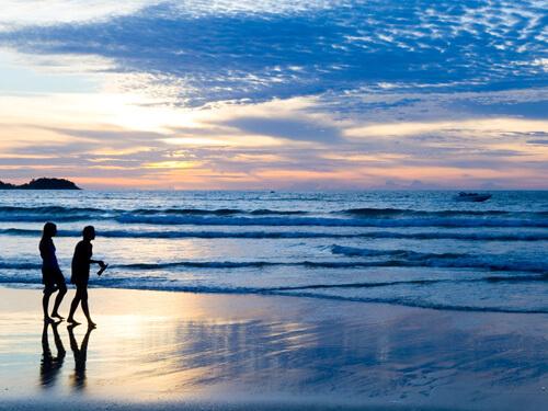 パトンビーチまで歩いてすぐ