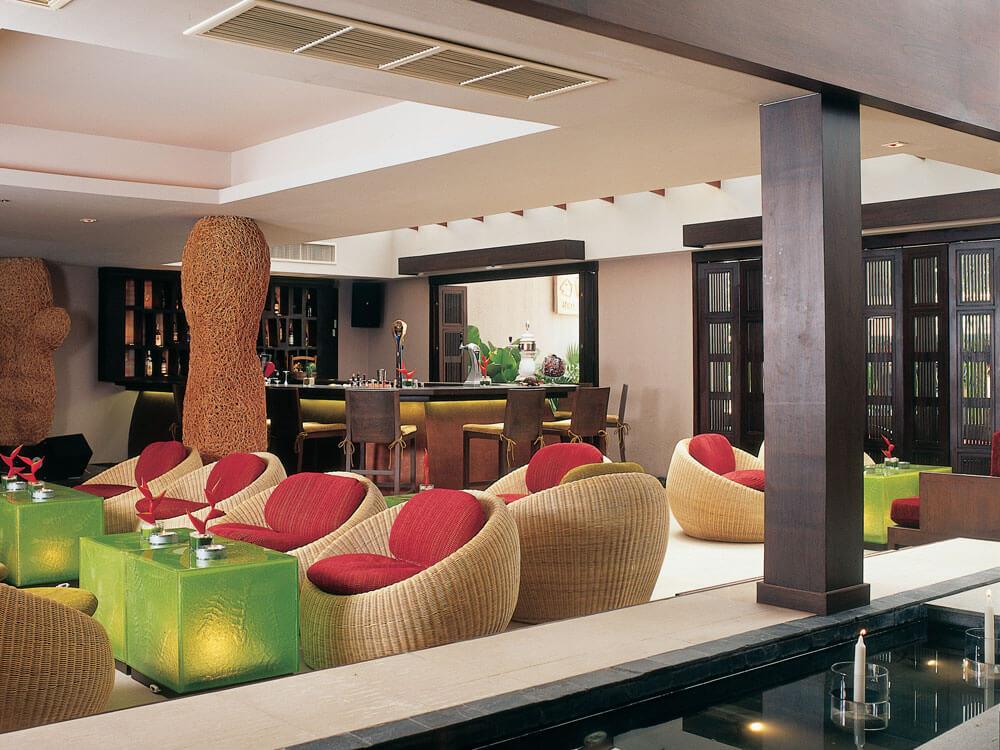 Thailand Tatlerより2009年と2010年にタイのベストレストランに選ばれた「レッドスナッパーバー&グリル」