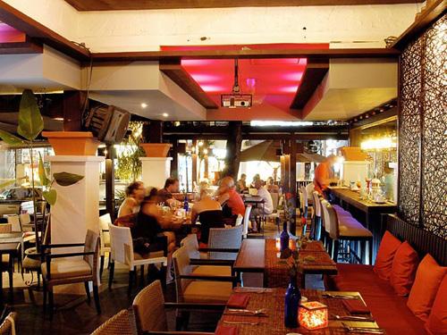 インターナショナル料理レストラン「ムーンウォーク」